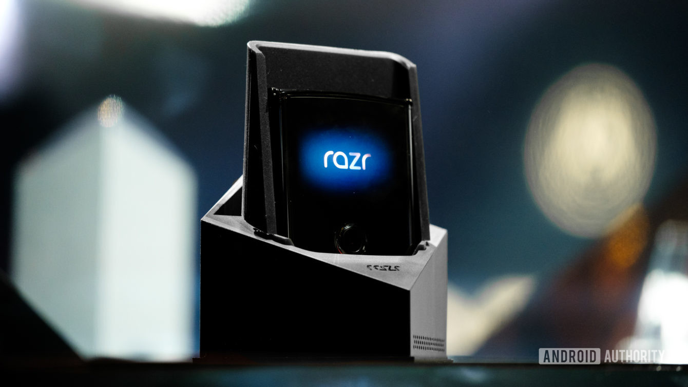Moto-Razr-foldable-nuti.mobi-3
